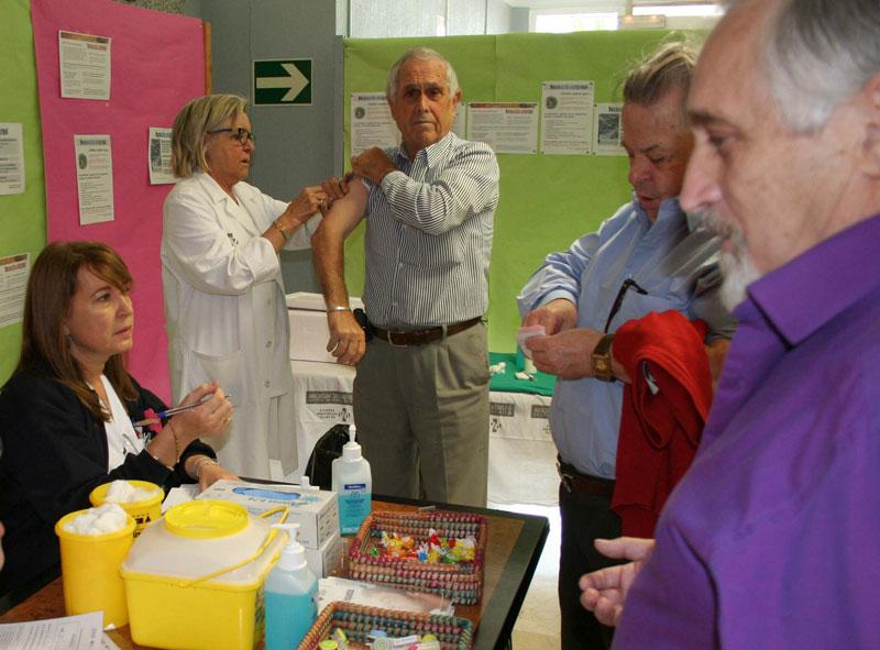 Photo of El Hospital de Elda refuerza la vacunación antigripal