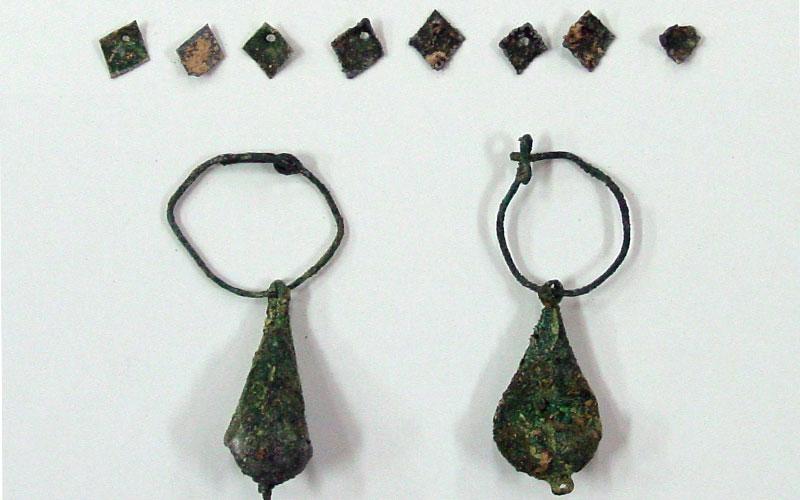 Photo of Petrer recurre al Marq para restaurar unos pendientes y diademas del siglo XVI