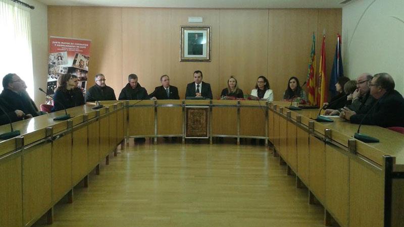 Photo of El alcalde recibe a los cargos de la Semana Santa 2015
