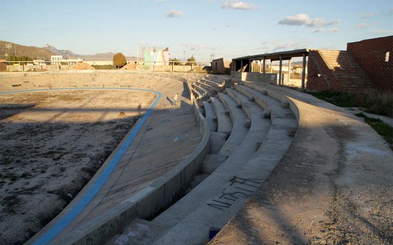 Photo of El alcalde de Novelda reclama al conseller de Deportes una solución para el Velódromo