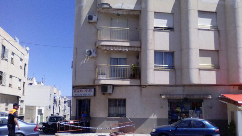 Photo of #Aspe – Se desprende parte de una fachada en la avenida Carlos Soria