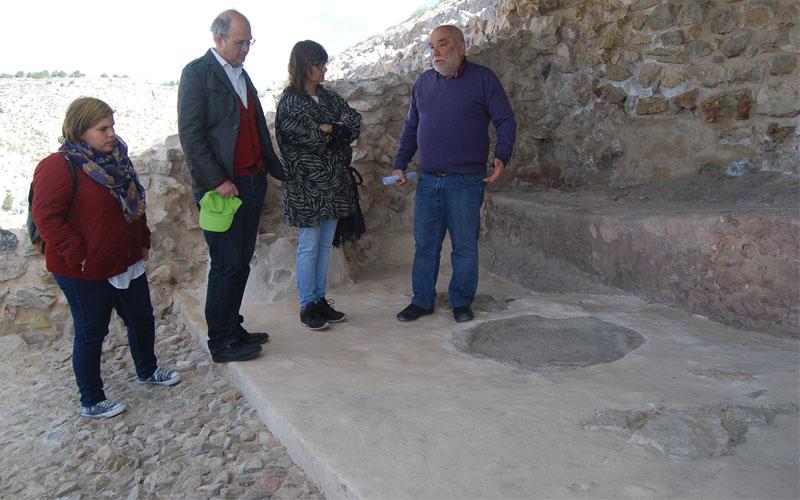 Photo of La Directora General de Cultura visita #Villena para potenciar el Cabezo Redondo