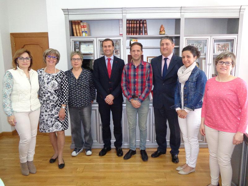 Photo of #Pinoso – La Caixa apoya iniciativas sociales y educativas entregando 9.000 euros a colectivos locales