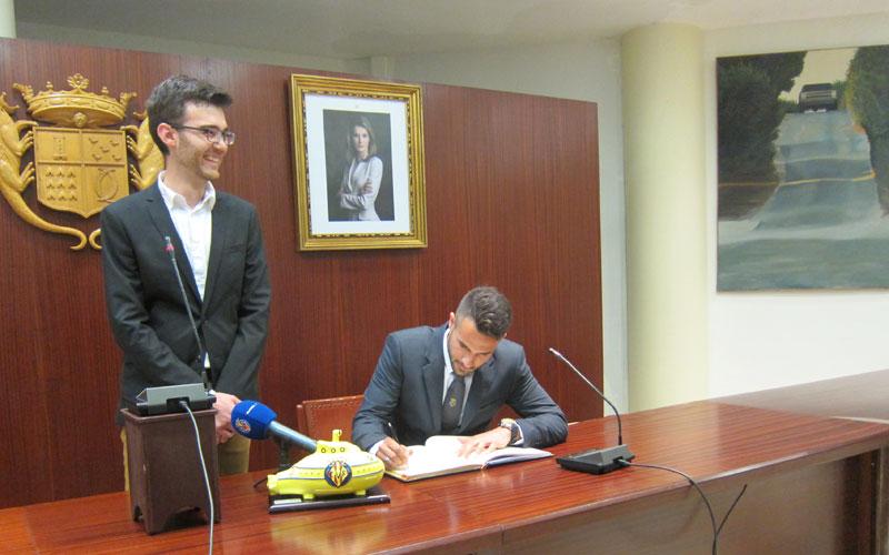 Photo of #Novelda – El futbolista Mario Gaspar recibe un caluroso homenaje de su ciudad natal