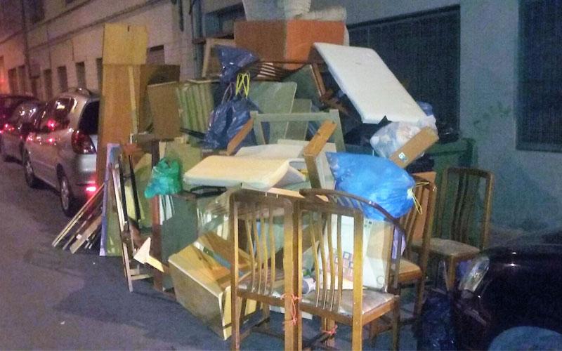 Photo of #Elda – Demasiados enseres abandonados en la calle