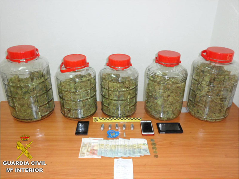 Photo of #Monforte: La Guardia Civil detiene a un conductor que transportaba kilo y medio de marihuana