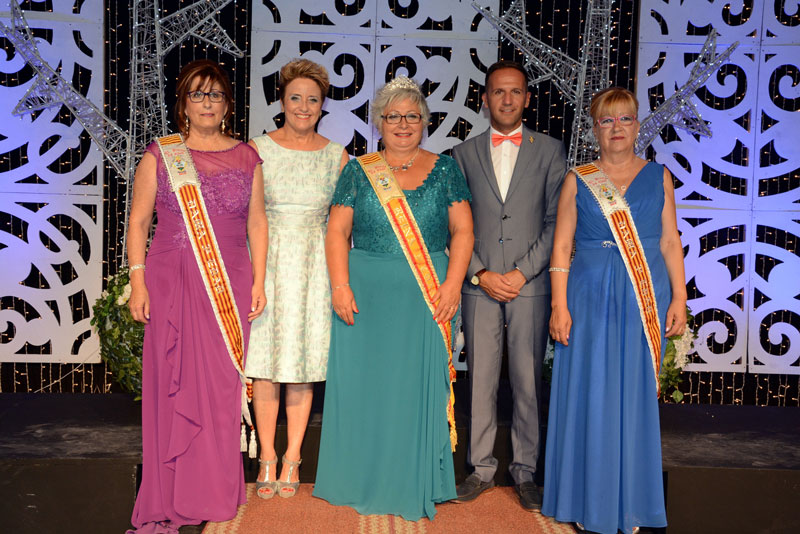 "Photo of #Pinoso – La Asociación ""11 de Septiembre"" corona a su Reina"