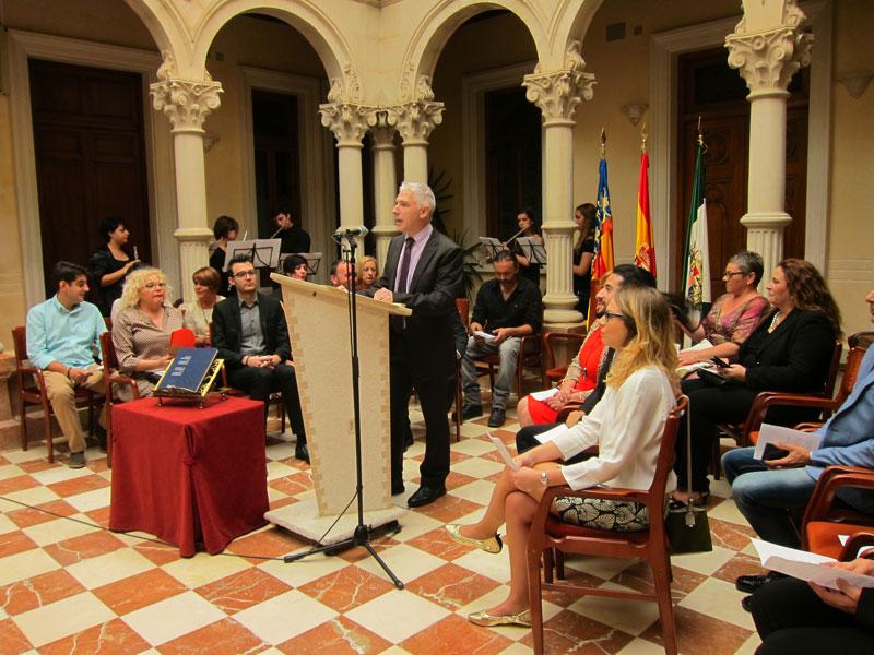 """Photo of #Novelda: El alcalde invita a """"caminar juntos hacia el futuro"""" en el Día de la Comunitat Valenciana"""