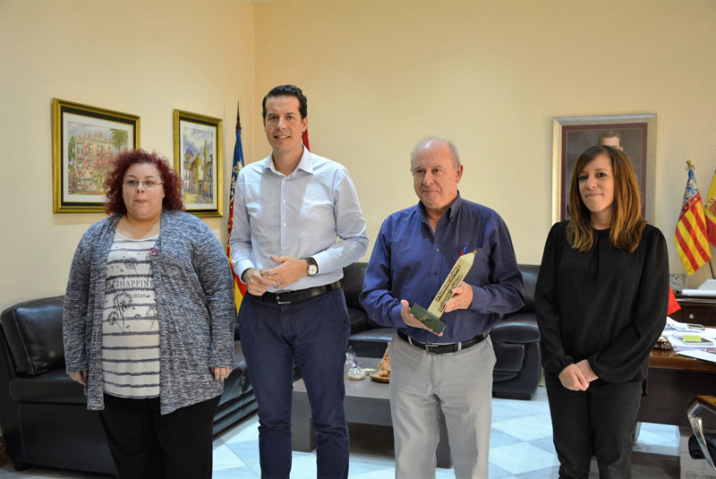 Photo of #Elda: Juan Manuel Martínez premiado por la FAPA Gabriel Miró