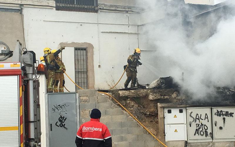 Photo of #Aspe – Un incendio provoca una intensa columna de humo en la carretera Aspe Novelda