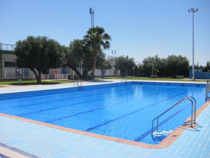 Novelda se inicia la temporada en las piscinas for Piscina municipal fuenlabrada 2017