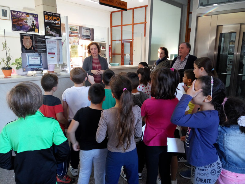 Photo of #Monforte: Los escolares visitan el Ayuntamiento en una jornada de puertas abiertas