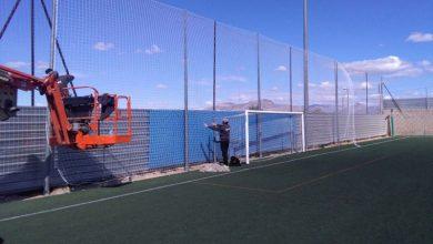 Photo of #Aspe: Cambian las redes del campo de fútbol para que los balones no caigan al río