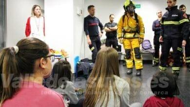 Photo of #Comarca: Los bomberos visitan a los niños ingresados en el Hospital Universitario del Vinalopó