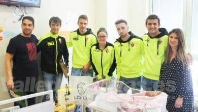 Photo of #Comarca: El Elche CF entrega regalos a los niños ingresados en el Hospital del Vinalopó