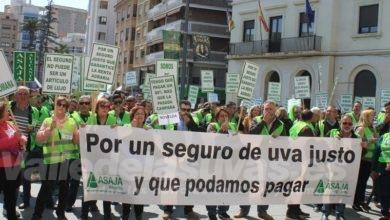 Photo of #Comarca: Más de 300 agricultores de uva de mesa colapsan la Plaza de la Montañeta