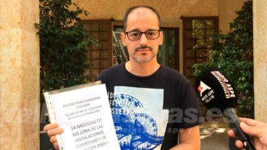 """Photo of #Aspe: La Plataforma """"Ni un vecino de Aspe fuera de la Piscina Municipal"""" presenta más de 1.000 firmas en el Ayuntamiento"""