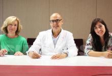 Photo of #Comarca: El Hospital del Vinalopó renueva el convenio de colaboración con AMACMEC