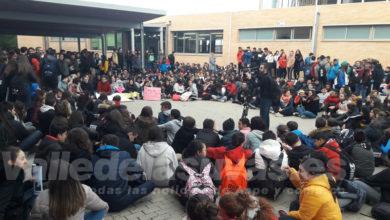 Photo of #Aspe: Sentada en el IES Villa de Aspe por la falta de profesorado