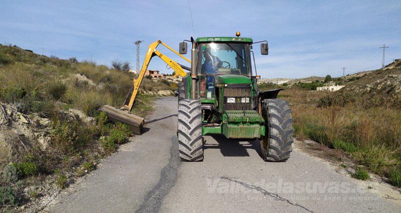 Actuación de limpieza de caminos rurales en Aspe