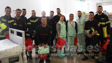 Photo of #Comarca: Los bomberos visitan a los niños en el Hospital del Vinalopó