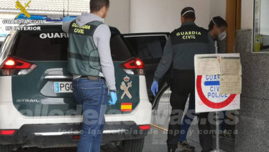 "Photo of #Novelda: Sorprenden a dos hombres realizando un ""pase"" de medio kilo de marihuana en la calle"