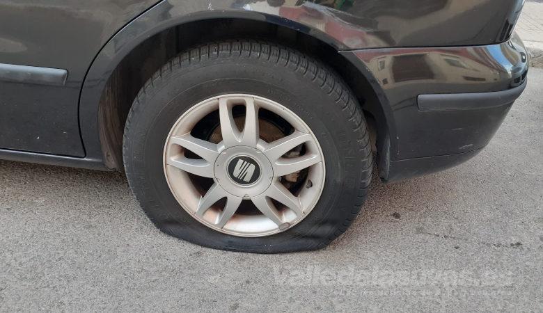 Photo of #Aspe: Rajan las ruedas de varios vehículos en Aspe