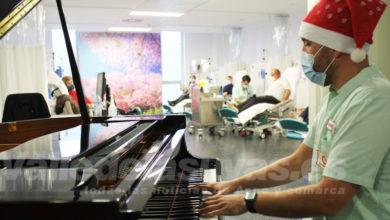 Photo of #Comarca: Profesionales del Hospital del Vinalopó tocan el piano a los pacientes para felicitar la Navidad